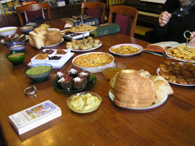 Look at that fabulous table full of food!