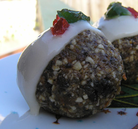 Recipe raw vegan mini christmas puddings cates cates hannah over at wayfaring chocolate keeps on putting up these fascinating raw vegan truffle recipes forumfinder Image collections
